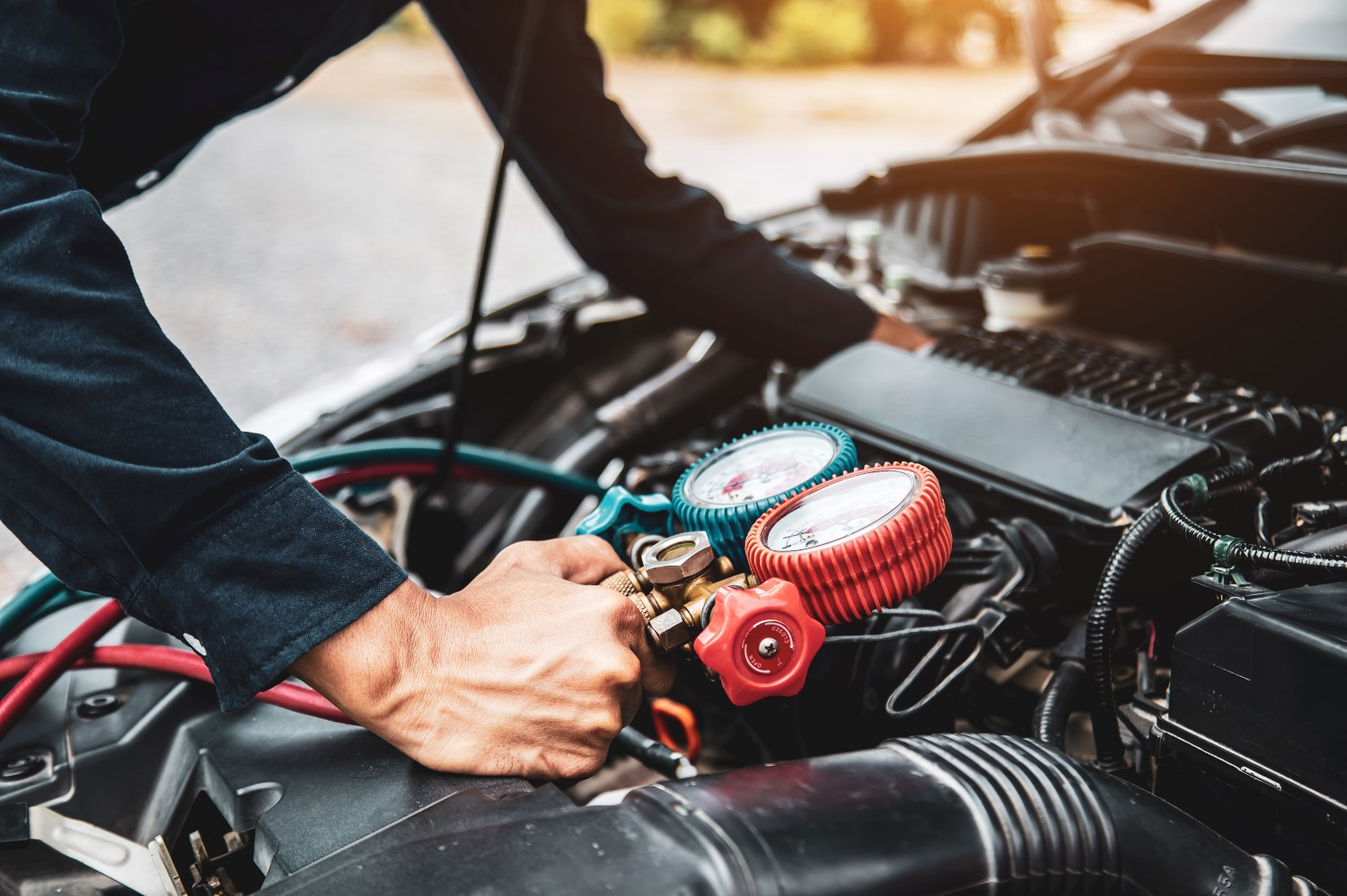 stock-photo-close-up-hand-of-auto-mechanic-are-to-use-measuring-manifold-gauge-for-filling-car-air-conditioners-1911240553-min